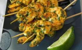 Les brochettes appéritives de crevettes au colombo