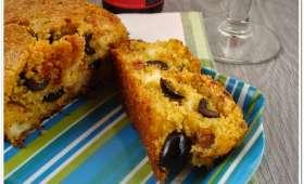 Cake à la polenta et tomates séchées