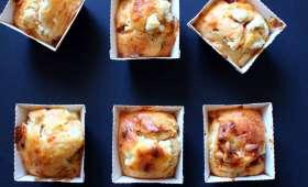 Mini cakes aux tomates confites, pignons et chèvre frais