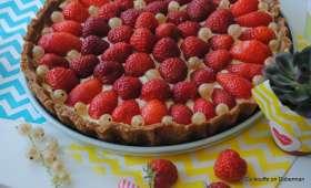 Tarte aux fraises et groseilles blanches pâte aux speculoos et crème au mascarpone