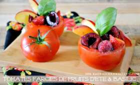 Entrée sucré-salé de tomates farcies aux fruits d'été
