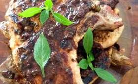 Les côtes de porc grillées aux olives