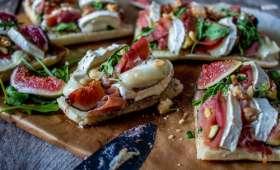 Bruschettas aux figues-chèvre-roquette et jambon de parme