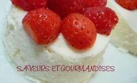 Blanc-manger aux fraises des bois.