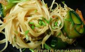 Spaghettis aux tagliatelles de légumes épicés.