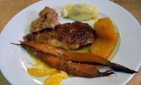 Canette rôtie aux clémentines corses, navets boule d'or et carottes fanes