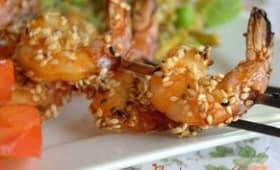 Brochettes de crevettes grillées au sésame