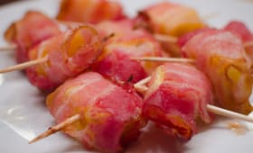 Brochettes d'ananas au bacon
