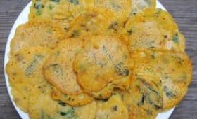 Crêpes à la farine de pois chiche aux légumes et au curry