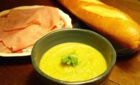 Soupe veloutée de courgettes au fromage crémeux
