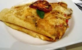 Crêpes à la viande, aux légumes et fromage