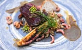 Bavette d'aloyau aux crevettes et aubergines