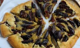 Tarte rustique crème de pistache et prunes