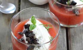 Cappuccino de tomates au basilic et olives noires confites