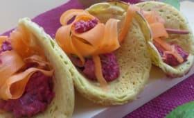 Crêpes de pois chiches, à l'aneth, salade de betterave aux câpres et carottes