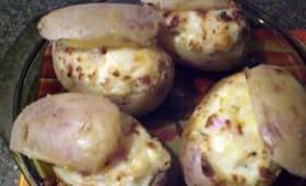 Pommes de terre au four farcies aux lardons