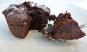 Gâteau au chocolat à la compote de pommes et à l'aubergine