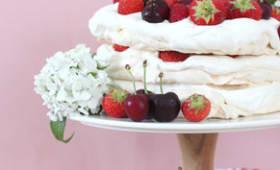 Layer cake pavlova aux fruits rouges