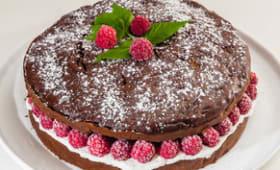 Gâteau au chocolat et aux courgettes, fourré aux framboises et à la ricotta