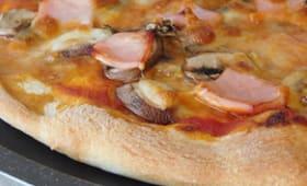 Pizza au jambon et champignons