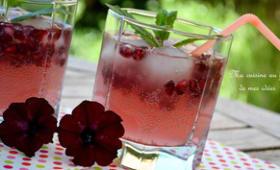 Cocktail pamplemousse rose, cassis, citron vert et grenade