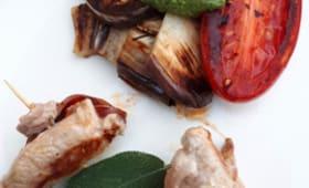 Piccata de filet mignon à la plancha, au chorizo et à la sauge et légumes grillés au pesto