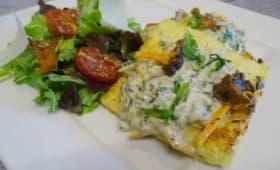 Galettes de polenta frites aux chanterelles, crème, marjolaine et sauge
