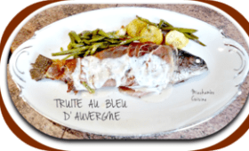 Truites au bleu d'Auvergne et au lard