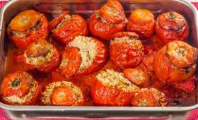Tomates farcies classiques et tomates farcies à la semoule et aux saucisses