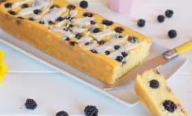 Cake du matin à la polenta et aux mûres