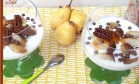 Verrines de fromage blanc, poires caramélisées au sirop d'érable, et noix de pécan