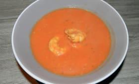 Velouté aux tomates et scampis avec une pointe d'amande