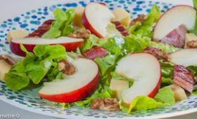Salade de pommes, lard, noix et Comté