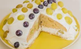 Gâteau aux raisins, crème de yaourt grec