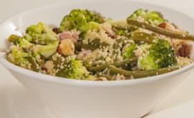 Salade de jambon, semoule, haricots verts, brocolis et noisettes