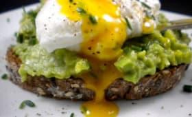 Avocado toast à l'œuf poché