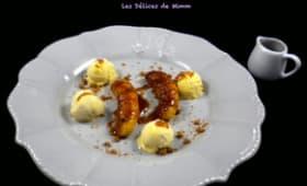 Bananes au caramel au beurre salé, glace vanille et éclats de spéculoos