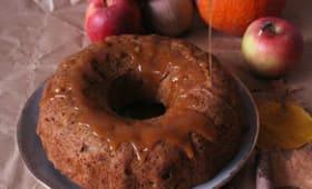 Bundt cake aux pommes et sauce caramel