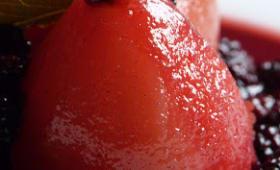 Parfaites poires pochées, sauce aux mûres de Jamie Oliver