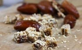 Bouchées gourmandes aux dattes, amandes et graines de sésame