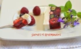 Gelée d'hibiscus aux fruits rouges et crème d'amandes.