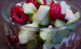 Salade de framboises, de kiwis et de pomme verte