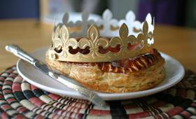 Galette des rois et couronne