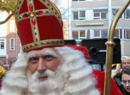 Saint-Nicolas arrive en ville