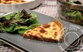 Tarte chèvre, pommes et oignons caramélisés, pâte maison à l'huile d'olive et farine de seigle