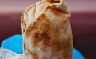 Shawarma libanais au poulet, en galette pita