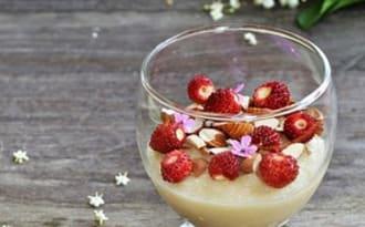 Crème de semoule au lait de riz et fleurs de sureau