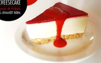 Cheesecake au coulis de fraise et chocolat blanc