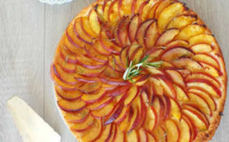 Tarte fine aux nectarines, romarin et miel