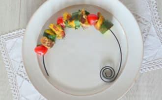 Brochettes de filet mignon de porc marinées aux herbes et au curry